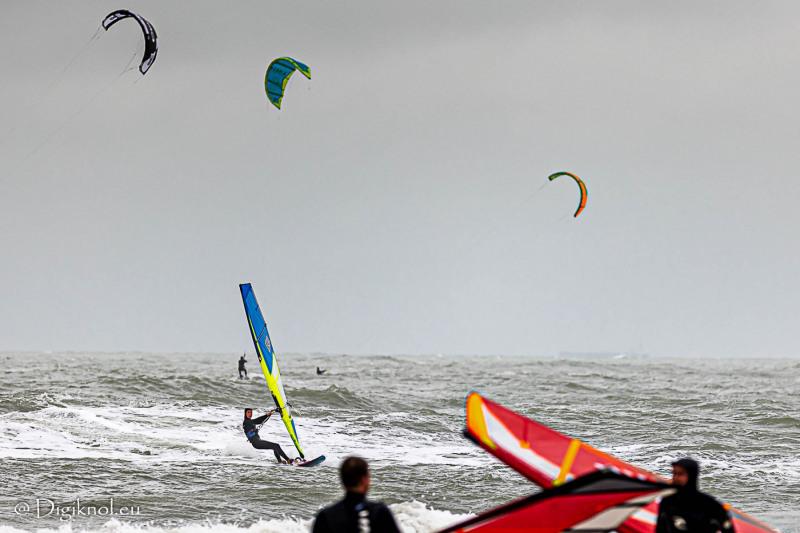 201121-Schevenigen-Surfing-0235